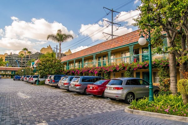 candy-cane-inn-disneyland-good-neighbor-hotel-parking
