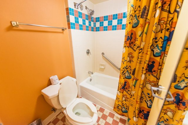 all-star-music-bathroom