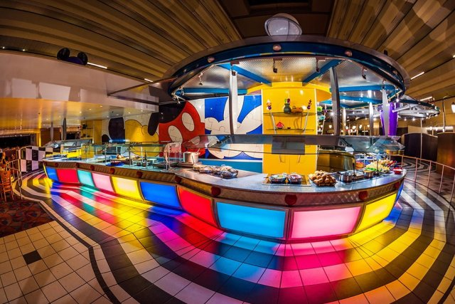 chef-mickeys-buffet-line