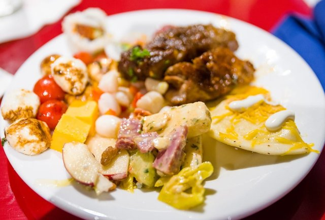 chef-mickeys-dinner-130