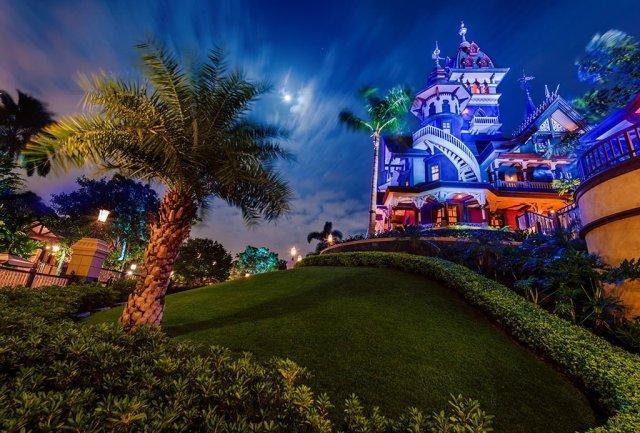 mystic-manor-hong-kong-disneyland-night-side-view