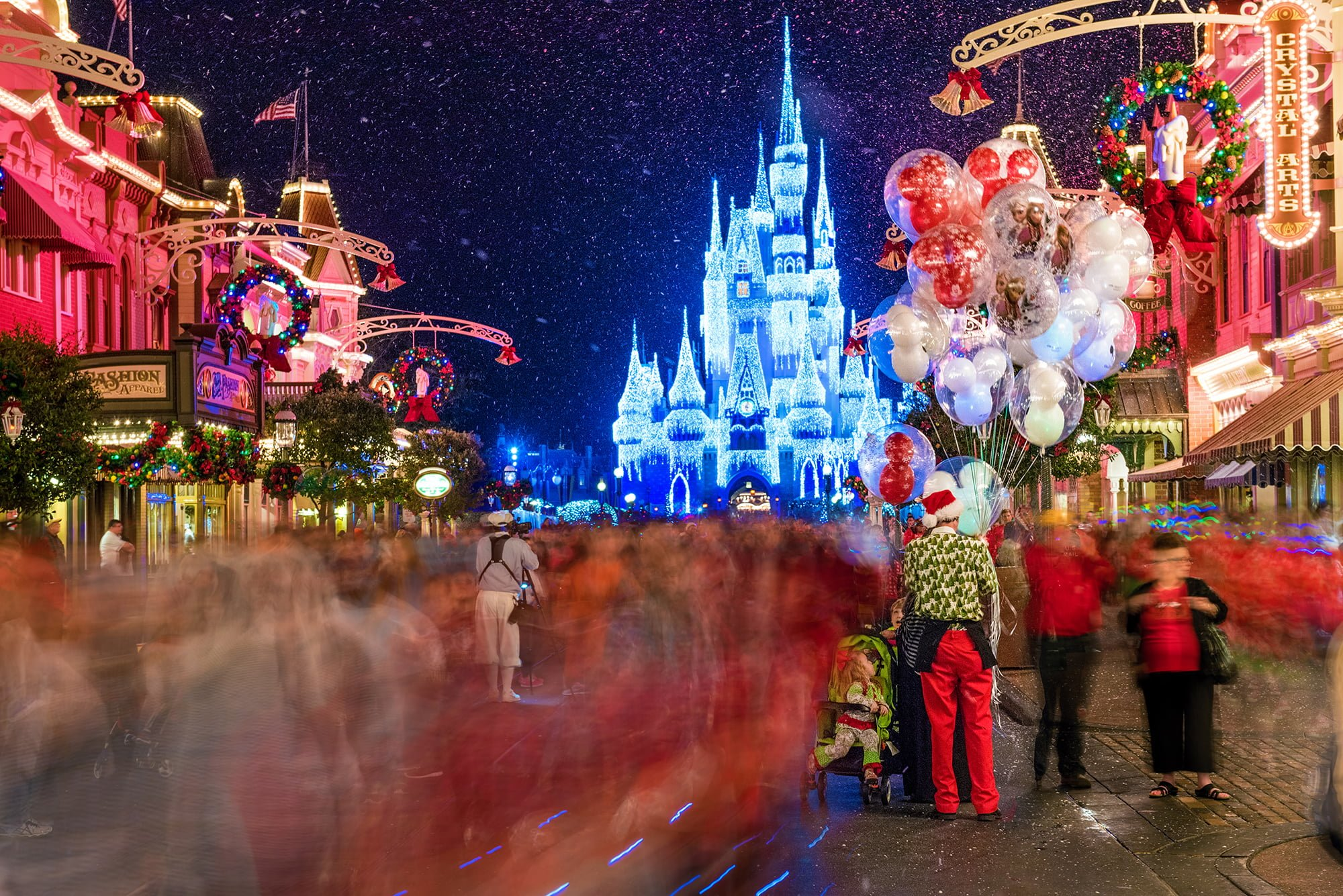 magic kingdom - When Does Disneyworld Decorate For Christmas