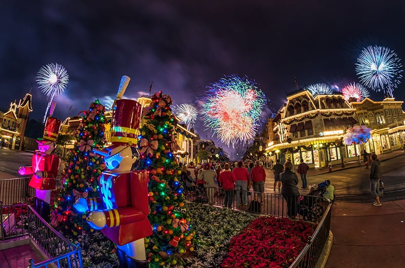holiday wishes perimeter bursts 2 - Mickeys Merry Christmas Tickets