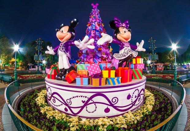 hong-kong-disneyland-christmas-display