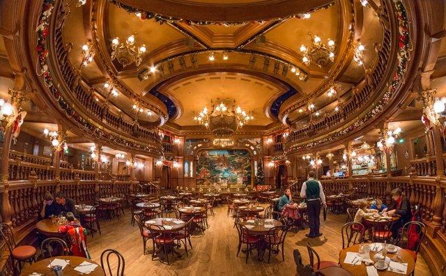 lucky-nugget-saloon-interior