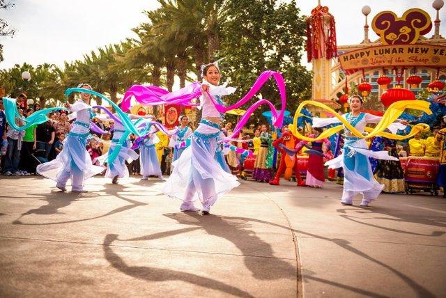 lunar-new-year-dancers-disney