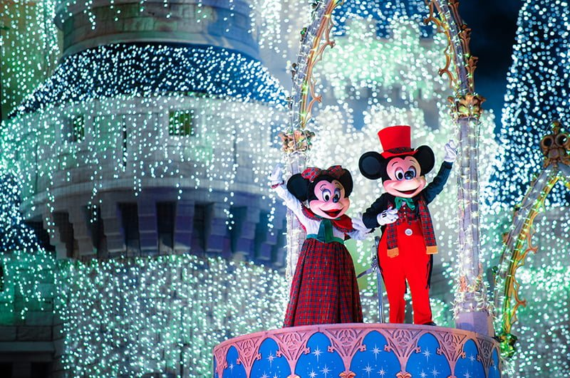 mickey minnie waving castle dreamlights mickeys very merry christmas - Mickeys Very Merry Christmas