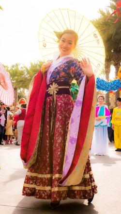 umbrella-lady-lunar-new-year