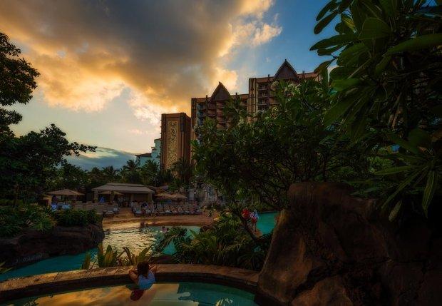 aulani-hawaii-pool-gazing-orton