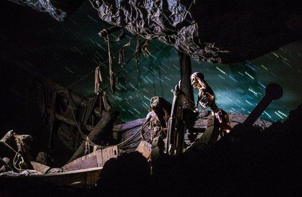 helmsman-disneyland-pirates-caribbean