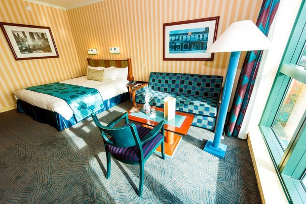 hotel-new-york-bed-couch