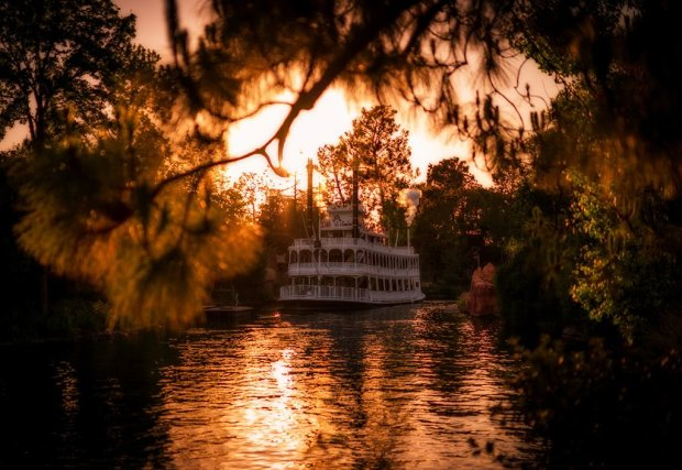 sigma-35-mark-twain-riverboat-disneyland