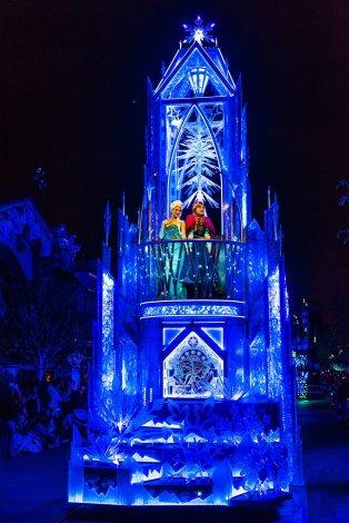 frozen-float-paint-night-disneyland-diamond-celebration