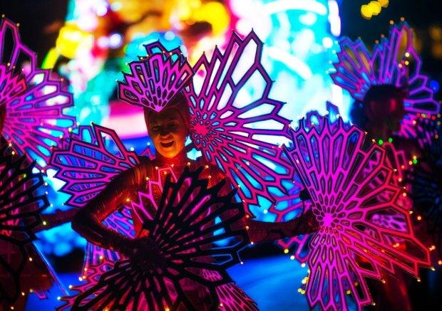 mermaid-performer-paint-night-parade