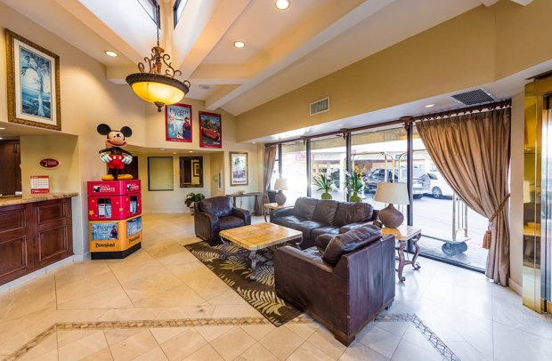 tropicana-inn-suites-disneyland-good-neighbor-hotel-600