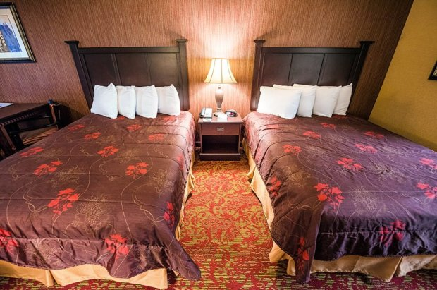 castle-inn-disneyland-beds