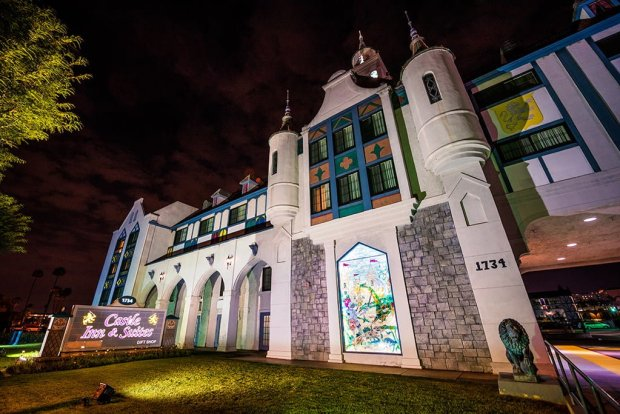 castle-inn-suites-exterior-night-side