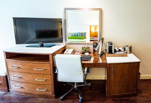 desk-hotel-indigo-anaheim