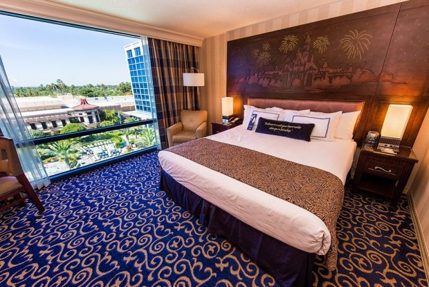 disneyland-hotel-room-photo