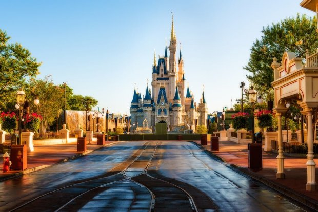 magic-kingdom-morning-empty-park