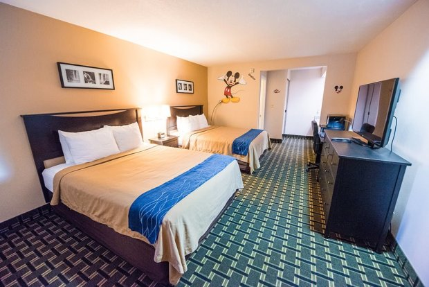 stanford-inn-suites-bedroom-wide-disneyland