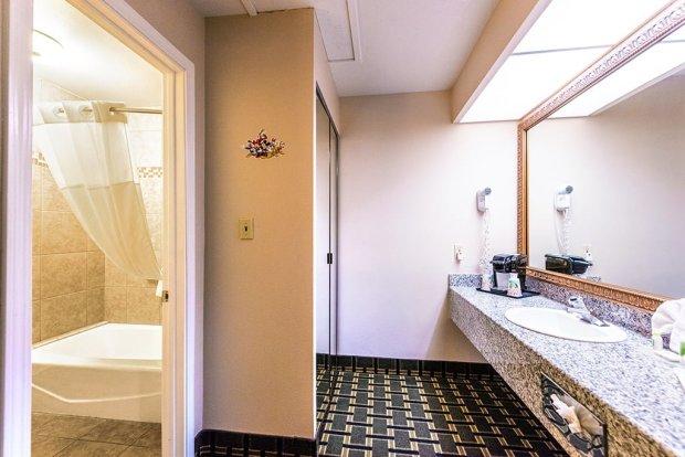 stanford-inn-suites-disneyland-anaheim-bathroom-sink