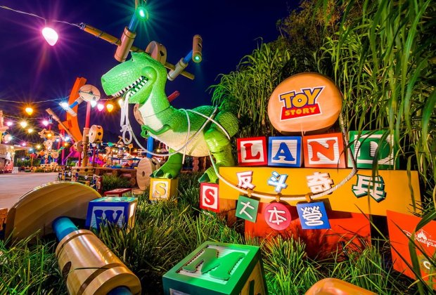 toy-story-playland-rex-night