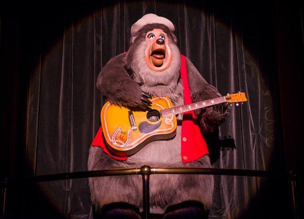 Tokyo-Disneyland-Country-Bear-Jamboree-0726