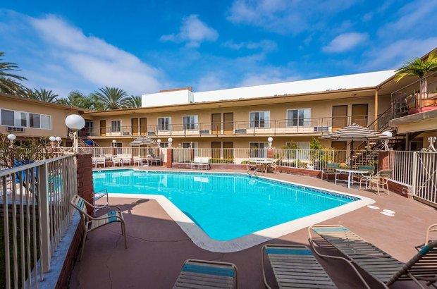 americas-best-value-anaheim-disneyland-hotel-793