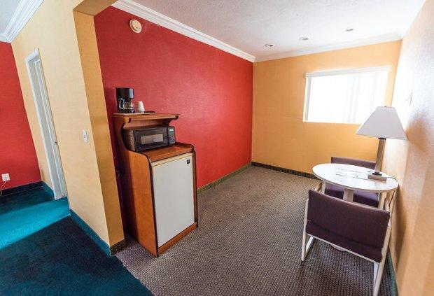 americas-best-value-anaheim-disneyland-hotel-798