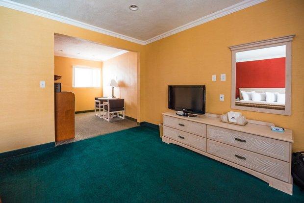 americas-best-value-anaheim-disneyland-hotel-802