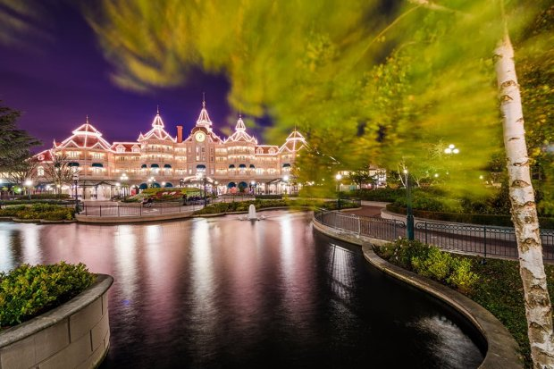 disneyland-hotel-paris-rustling-leaves-blur