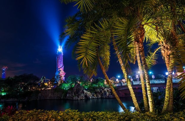 islands-adventure-lighthouse-palm-night