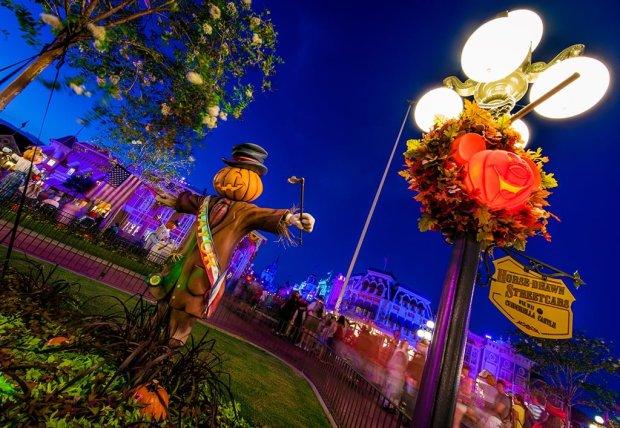 mayor-pumpkin-lightpost-mnsshp copy