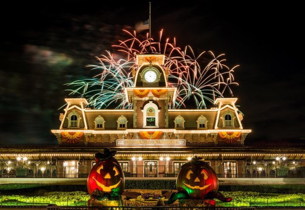 fireworks-halloween-decorations-magic-kingdom