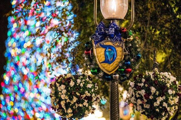 disneyland-60-wreath-christmas-tree