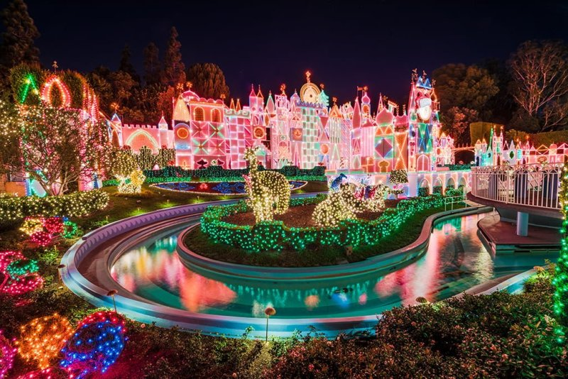 When Are Christmas Decorations Up At Disneyland