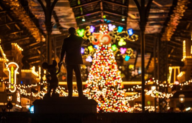 christmas-partners-walt-disney-mickey-mouse-bokeh-tokyo-disneyland-bricker copy
