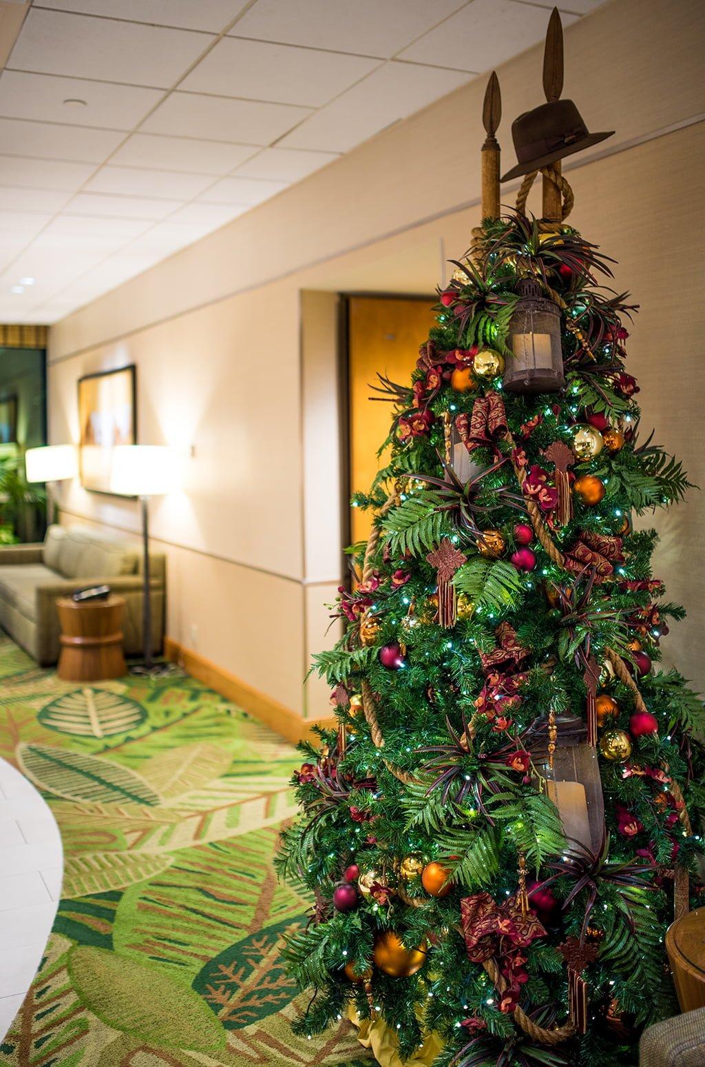Disney christmas decorations for home - Disneyland Hotels Christmas Decorations 016