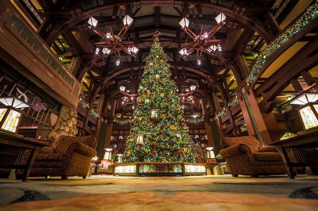 disneyland-hotels-christmas-decorations-021
