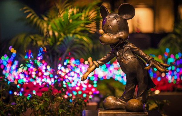 mickey-mouse-statue-christmas-disneyland-hotel-bokeh