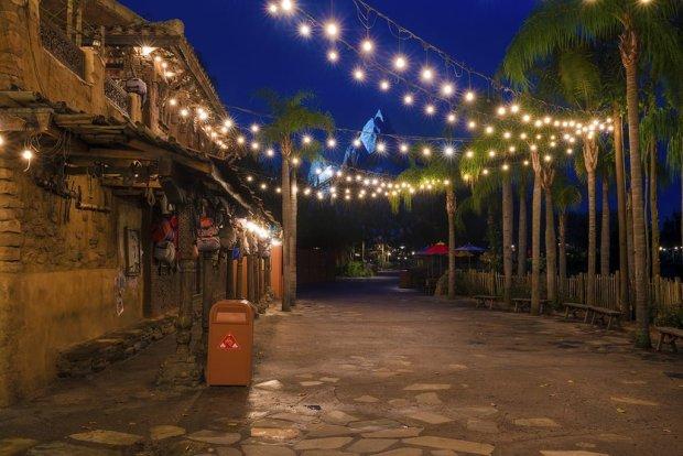 everest-night-popcorn-lights