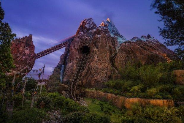 expedition-everest-blur-dusk