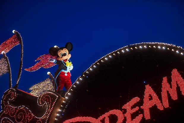 mickey-mouse-dusk-dreamlights