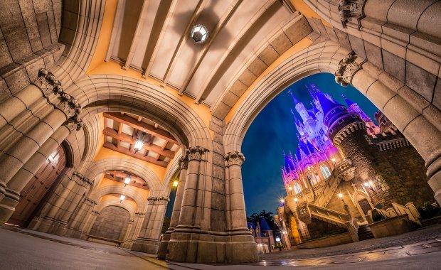 archways-cinderella-castle-night-tokyo-disneyland