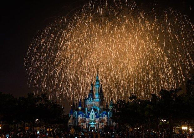 grand-opening-fireworks-shanghai-disneyland-bricker