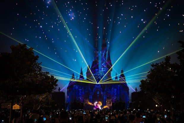 ignite-the-dream-frozen-lasers-shanghai-disneyland
