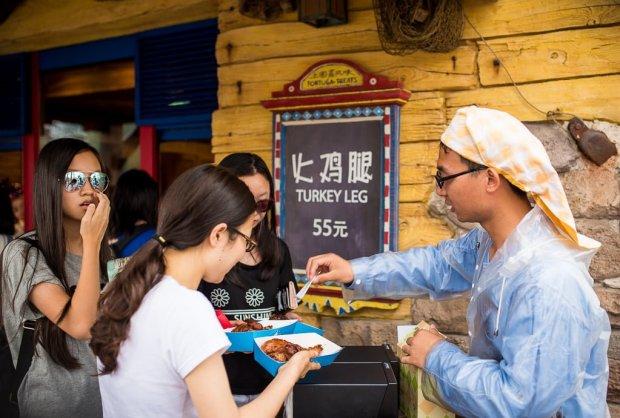 shanghai-disneyland-grand-opening-cast-members-003