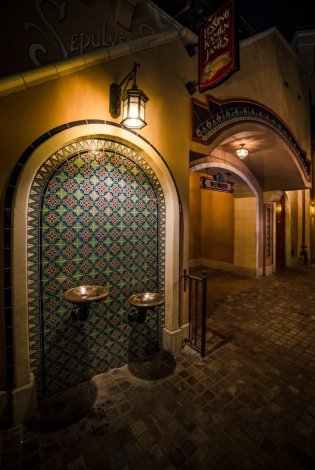 disneyland-restrooms-bathrooms-bricker-007