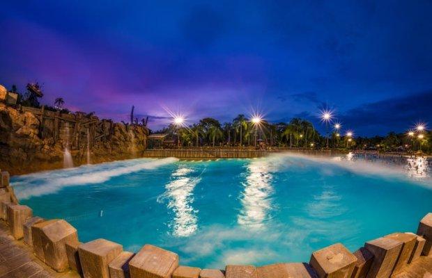 dusk-wave-pool-typhoon-lagoon-walt-disney-world